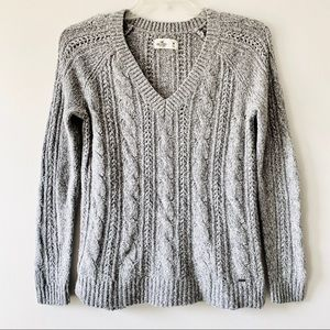 Hollister v-neck cable knit sweater grey size M